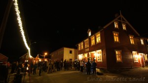 Tenning av julegran og lys på Gamle Gibostad