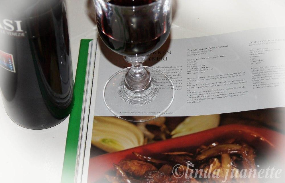 Bruk en god rødvin til okseraguen, helst en med litt kraftig smak.