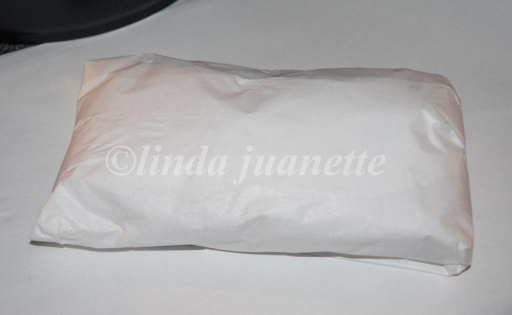 Rogn pakkes i matpapir slik at den ikke blir ødelagt under tilberedning.