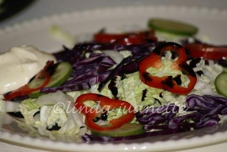 Salat og dressing.