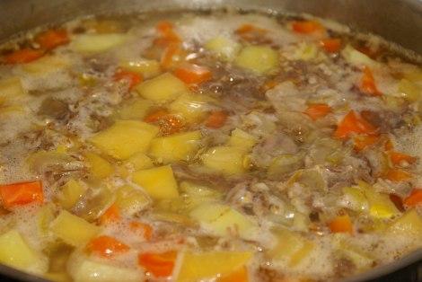 La alt koke sammen til grønnsakene er passe møre.