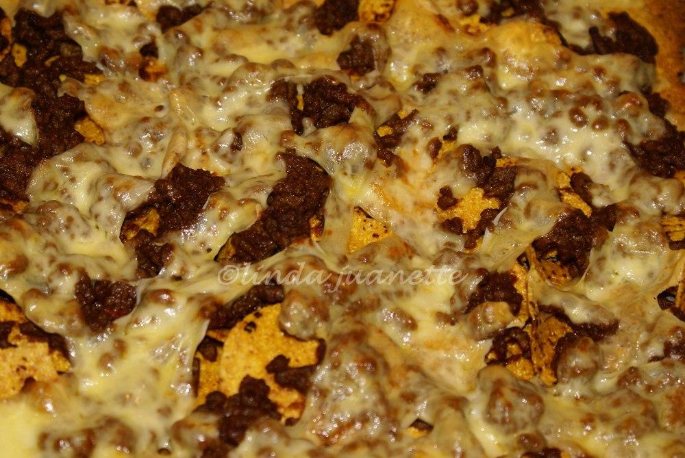 Stekes i ovnen til osten er smeltet og har fått en gyllen farge.