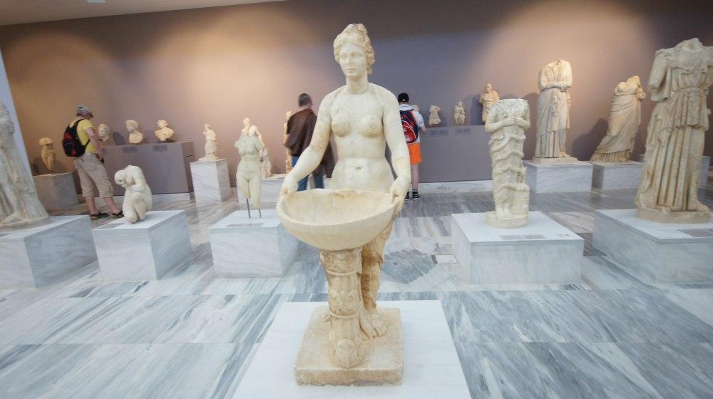 En av de mange statuer på museet i Heraklio.