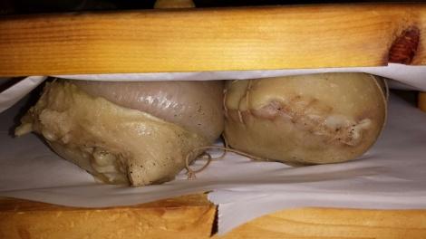Legg rullene i rullpresse til de er helt avkjølt. Har du ikke rullpresse kan du for eksempel legge de på et fat med en steikeplate over og noen tunge bøker eller murstein oppå der :-)