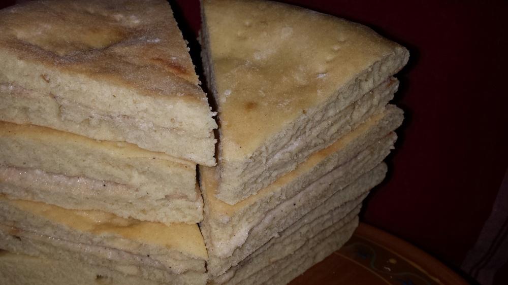 Smør lefsene med smør, sukker og kanel og skjær de over på midten, og legg smørsidene mot hverandre. Skjæres i trekanter før servering.