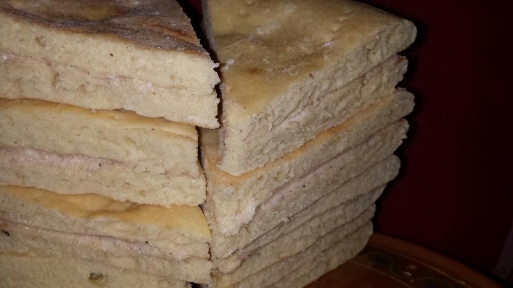 Tykke myke mørlefser smurt med smør, sukker og kanel, mmmm... :-)