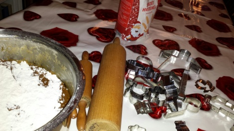 Den store baksteduken er lagt på og redskapene er hentet frem, nå er det klart for årets store pepperkakebakst :-)