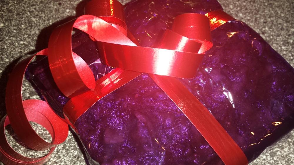 Fruktkake passer utmerket som gave til noen man setter pris på :-)