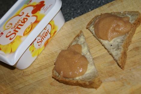 Det er kjempegodt med hjemmelaget kaviar på brødskiva :-)