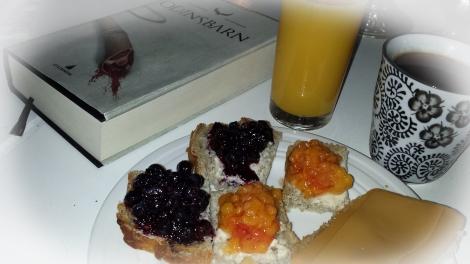 Lang frokost med en god bok er noe som hører sjeldenheten til, men det nytes så snart anledningen byr seg :-)