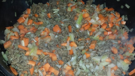 Til sist has gulrøttene i gryta sammen med de siste ingrediensene.