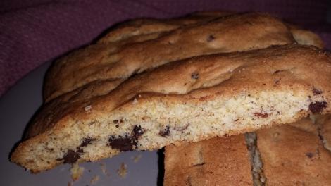 Nydelige biscotti med store sjokoladebiter, herlig å dyppe i melk, kaffe eller te.