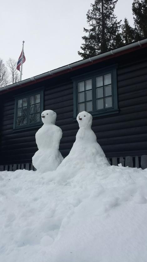To snømenner :-) Ganske så fin å se på det første døgnet, før regnet satte inn for fullt.
