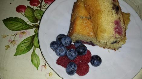 Herlig kake med friske bær :-)