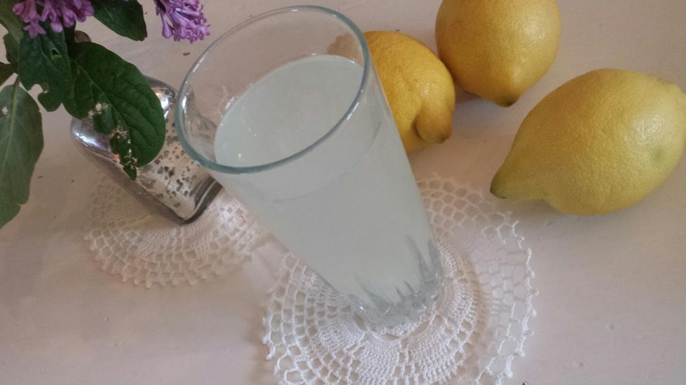Mmmm, deilig og iskald limonade!